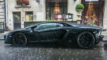 Обои ламборджини, черный, диски, зеркало, дождь, капли, машины