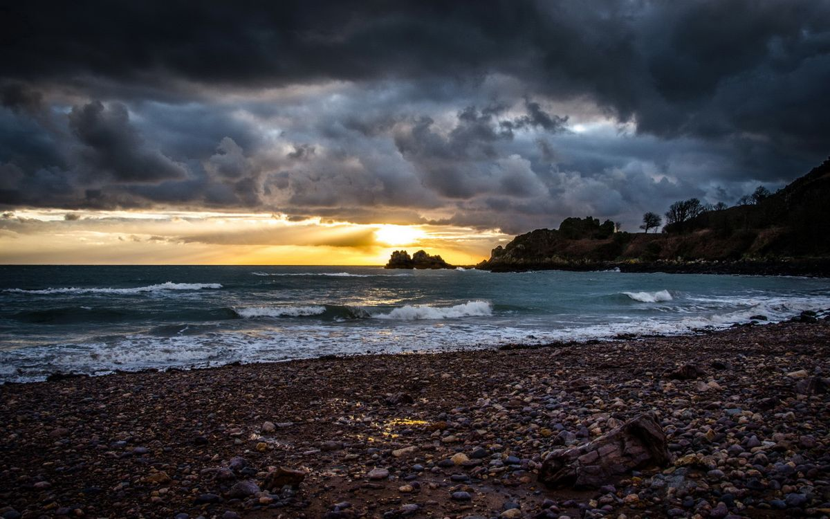 Фото бесплатно море, волны, берег, камни, тучи, небо, восход, пейзажи, пейзажи