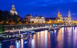 Заставки река,набережная,фонари,пристань,трамвайчики,здания,архитектура