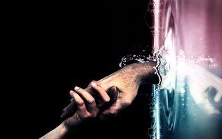 Обои руки, пальцы, заставка, воды, брызги, пузыри, ногти, волосы, рукопожатие, фон, черный, рендеринг