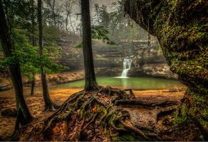 Фото бесплатно Upper Falls, Old Mans Cave, Hocking Hills State Park, Ohio, скалы, водопад, деревья, водоём, природа