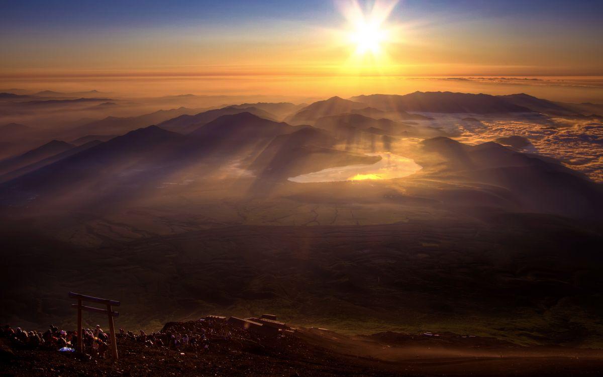 Обои закат, солнце, лучи, горы, люди, пейзажи на телефон | картинки пейзажи