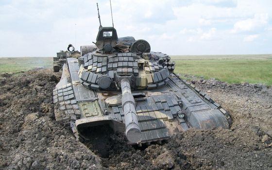 Фото бесплатно танк, полигон, застрял
