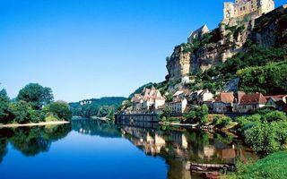 Бесплатные фото гора,обрыв,дома,городок,река,отражение,лодки