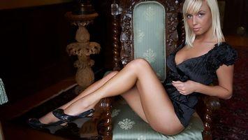 Фото бесплатно кресло, блондинка, блузка