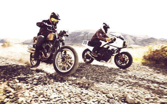 Бесплатные фото соревнование,гонка,гонщики,мотоциклы,колеса,руль,спицы,дорога,небо,лето,песок,кроссовки