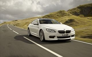 Фото бесплатно bmw, белая, купе, загородная, дорога, асфальт, холм, облака, машины