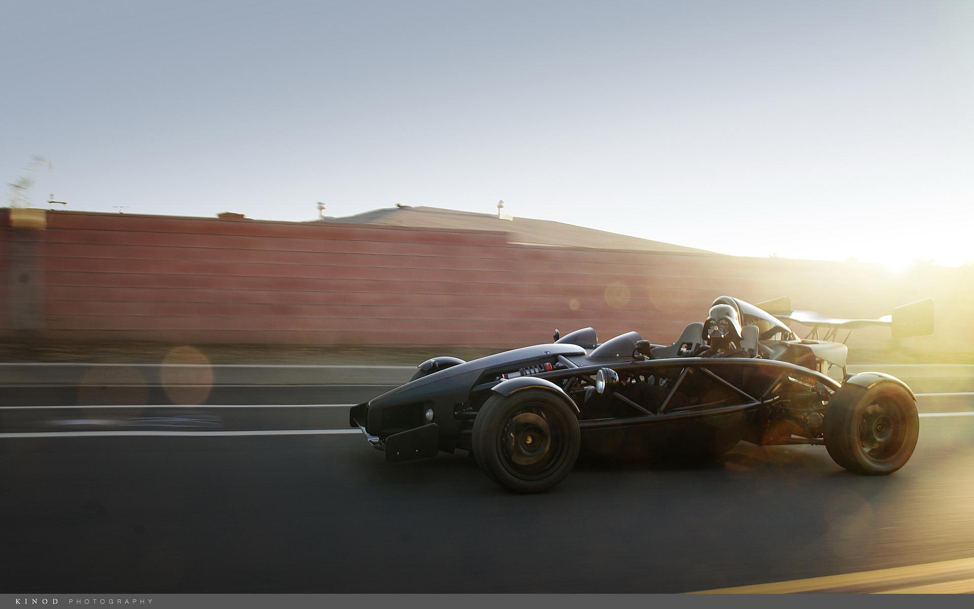 Обои автомобиль, колеса, водитель, шлем