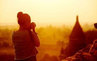 Обои фотограф, девушка, свет, камни, одежда, ситуации