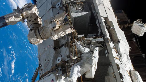 Photo free cosmonaut, suit, ship