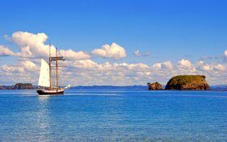 Фото бесплатно море, корабль, остров, пейзажи
