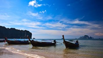 Бесплатные фото море,берег,горы,лодки,облака,небо,песок