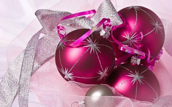 Фото бесплатно шарики, ленточка, украшение, елочные, блестки, звездочки, ткань, новый год, настроения, праздники