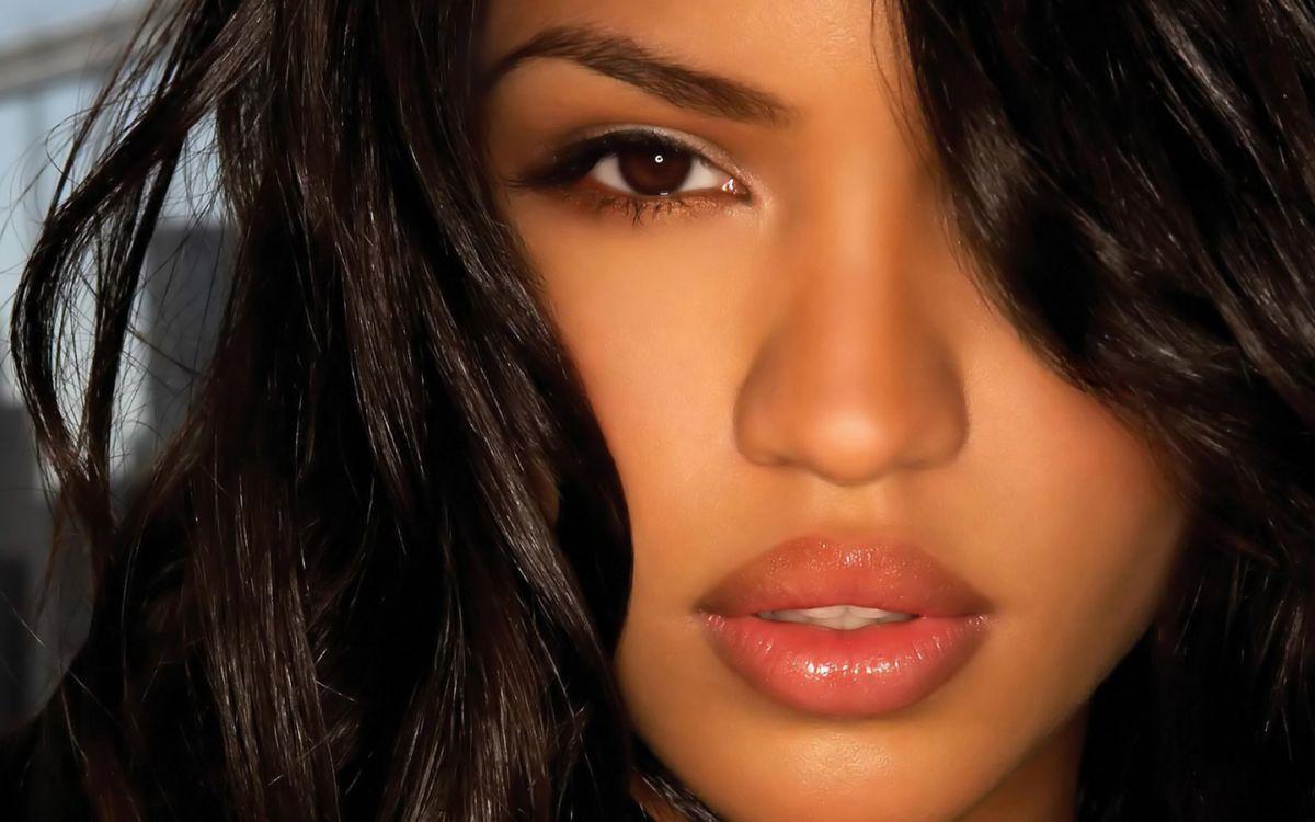 Фото бесплатно брюнетка, волосы, глаза, взгляд, губы, макияж, девушки, девушки