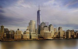 Фото бесплатно дома, небоскреб, шпиль, улицы, берег, водоем, небо, город