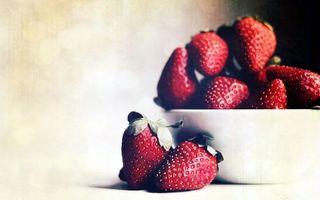 Бесплатные фото клубника,красная,тарелка,белая,листья,зеленый,еда