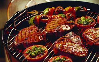 Бесплатные фото мясо,гриль,стейк,бифштекс,помидоры,томат,лук