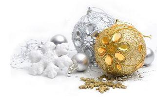Бесплатные фото новогодние,игрушки,украшения,золотистая,серебристая,снежинки,инкрустация