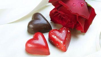 Обои цветок, раза, красная, конфеты, сердечки, шоколад, глазурь, разное