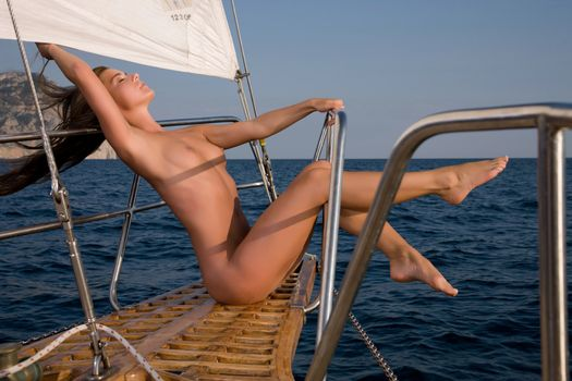 Photo free girl and sailboat, naked, boobs