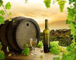 Фото бесплатно вино, виноград, бутылка, бокал, бочка, напиток