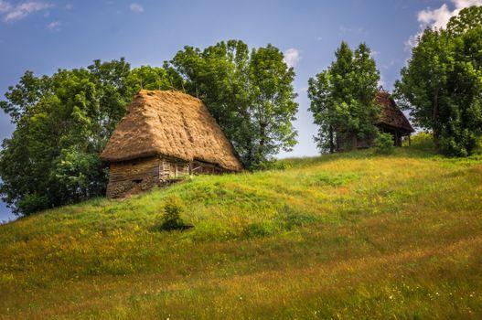 Заставки Румыния,холм,деревья,дома,пейзаж