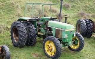 Бесплатные фото трактор,зеленый,колеса,фары,выхлоп,трава