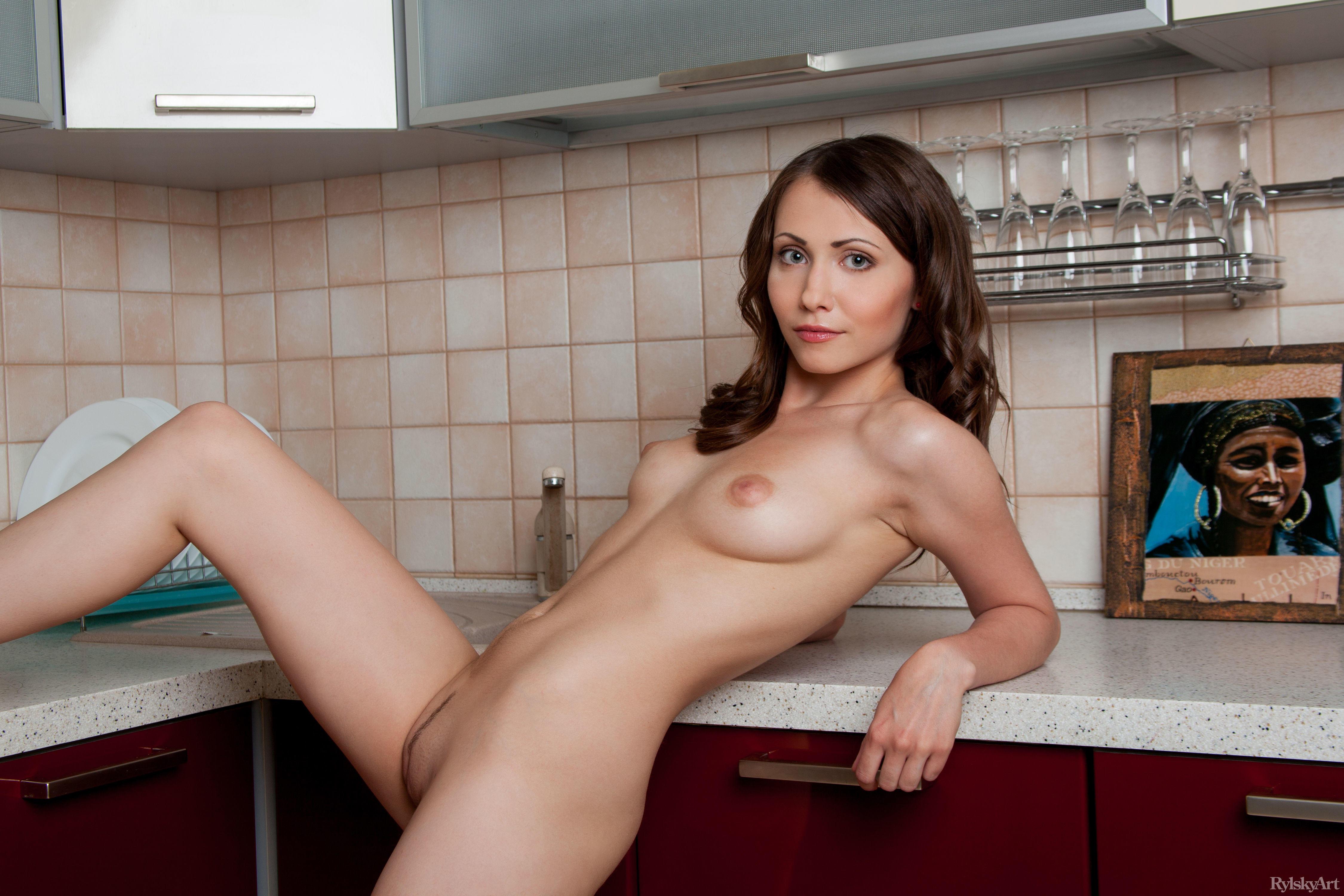 обои Ynesse, красотка, голая, голая девушка картинки фото