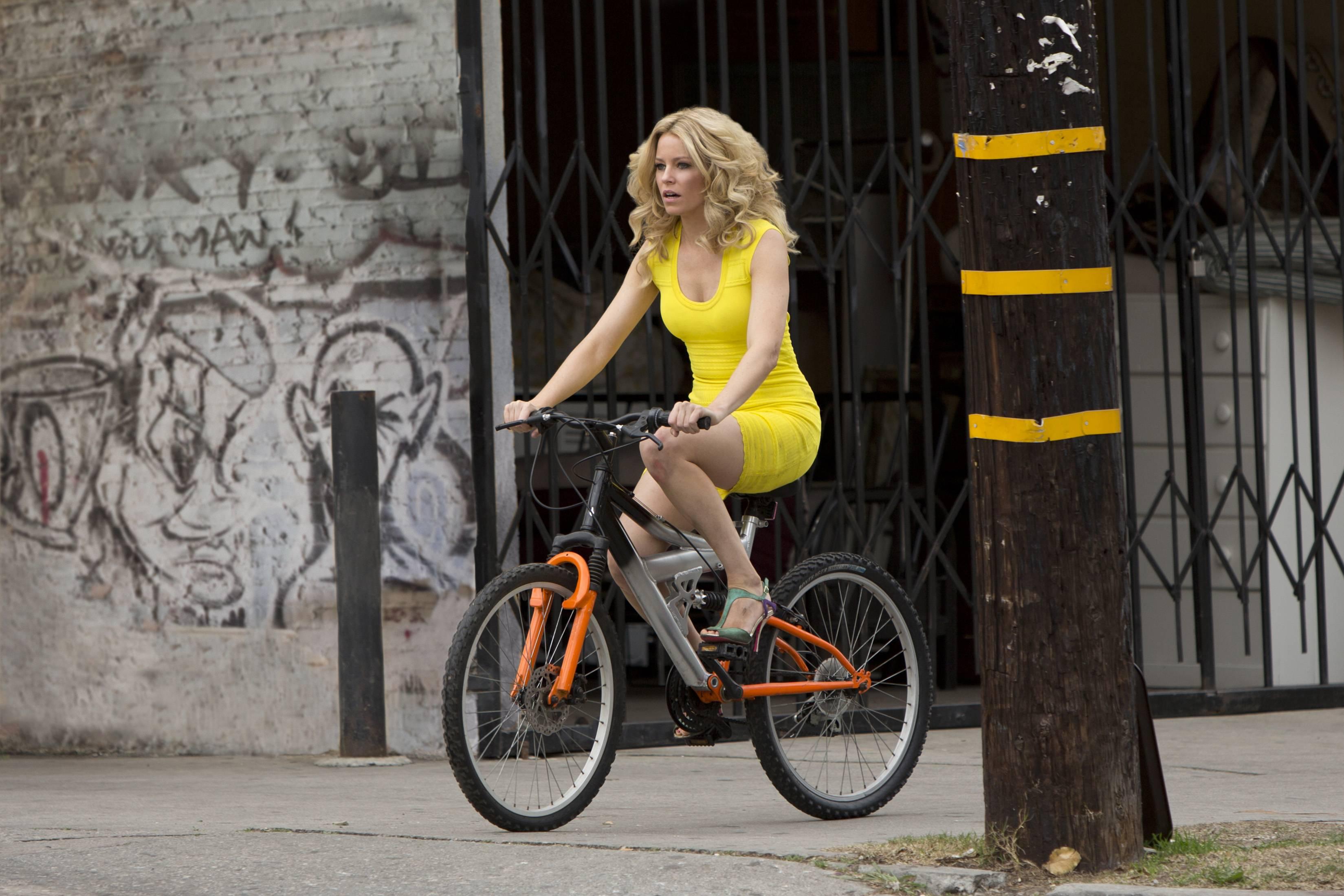 Обои Блондинка в эфире, кадр из фильма, Элизабет Бэнкс, фильм