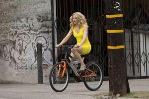 Бесплатные фото Блондинка в эфире, кадр из фильма, Элизабет Бэнкс, фильм, комедия, приключения
