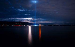 Бесплатные фото ночь,море,побережье,город,фонари,огни,горы