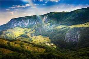 Бесплатные фото Румыния,горы,холмы,дома,деревья,пейзаж