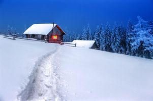 Бесплатные фото закат,зима,снег,деревья,сугробы,домик,пейзаж