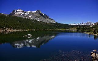 Фото бесплатно озеро, отражение, камни, деревья, горы, вершины, снег, небо