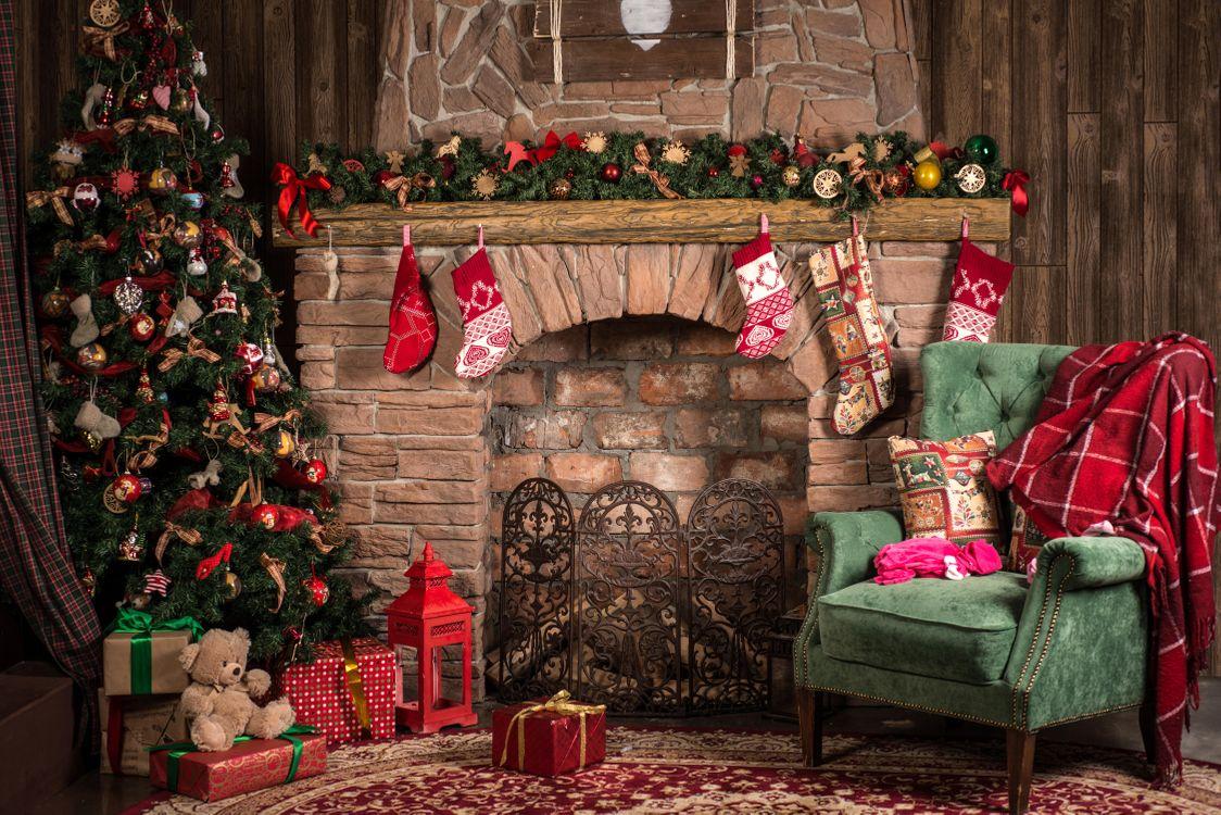 Фото бесплатно Новогодняя елка в интерьере, новый год, новогодняя ёлка, интерьер, камин, подарки, новый год - скачать на рабочий стол