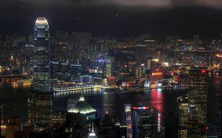 Бесплатные фото ночь,дома,небоскребы,река,огни,окна,реклама