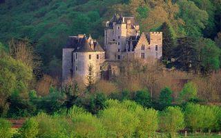 Фото бесплатно замок, имение, окна, деревья, гора, подножье