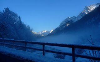 Бесплатные фото дымка,иней,снег,деревья,туман,зима,горы