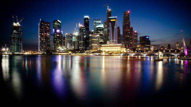 Бесплатные фото ночь,дома,небоскребы,свет,фонари,улицы,море,город