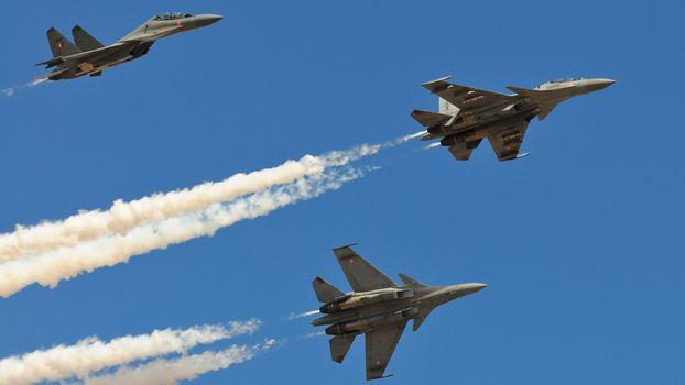 Фото бесплатно самолеты, летят, дым