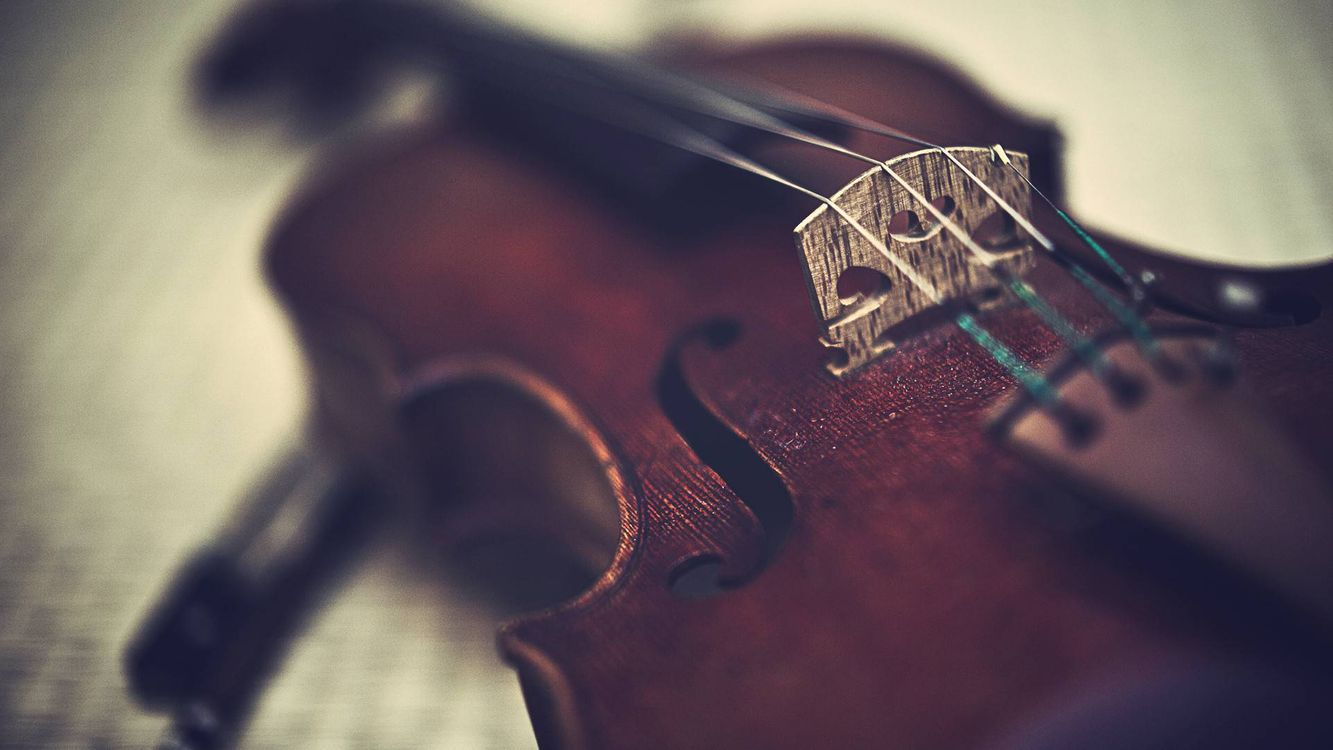 Обои скриптка, струны, стол, разное, макро, музыка на телефон   картинки музыка