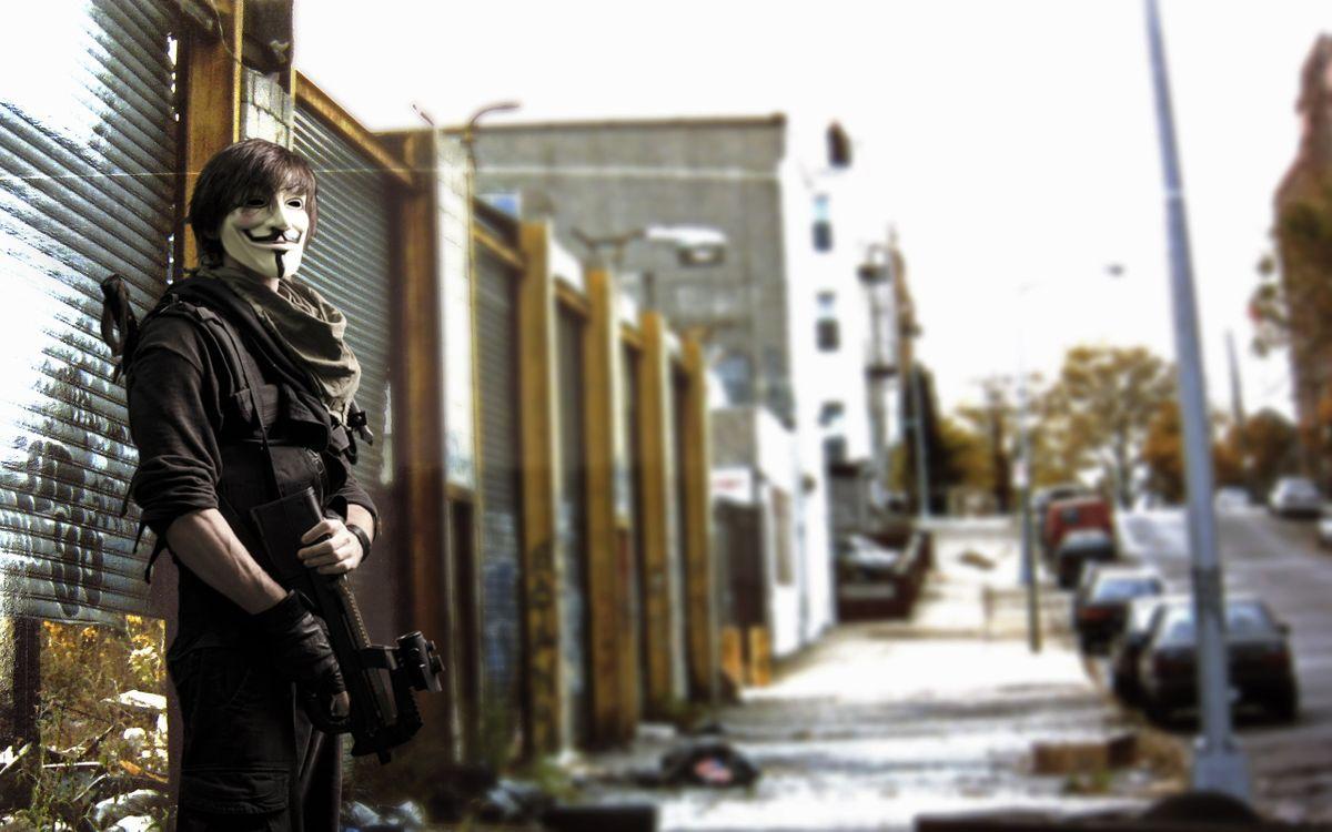 Фото бесплатно anonymous, улица, оружие - на рабочий стол