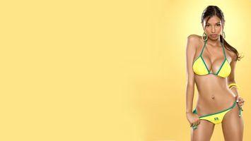 Бесплатные фото Alexis Lopes,девушка,купальник,желтый,фон,девушки