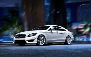 Обои автомобиль, белый, колеса, шины. диски, фары, капот, багажник, крыша, дверка, дорога, машины
