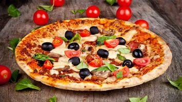 Бесплатные фото пицца,оливки,помидоры,зелень,тесто,грибы,еда