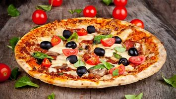 Photo free pizza, olives, tomatoes