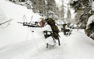 Бесплатные фото разведка,солдаты,зима,лыжи,автоматы,каски,оружие