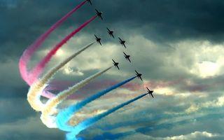 Бесплатные фото самолеты,истребители,полет,пилотаж,дым,цвета,облака