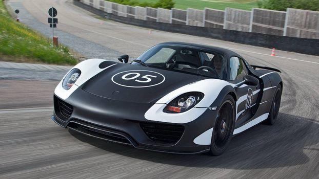 Бесплатные фото спорткар,черный,полосы белые,номер,водитель,трасса,скорость