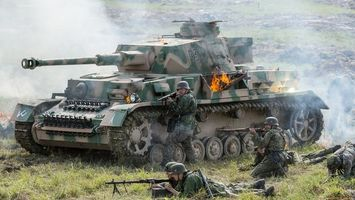 Бесплатные фото танк,солдаты,оружие,автоматы,пулеметы,огонь